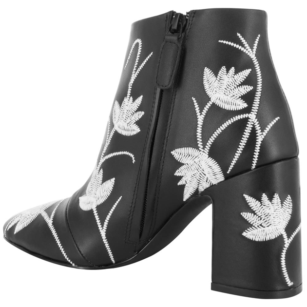 Senso Julia I Ankle Boot With Embroided Detail -