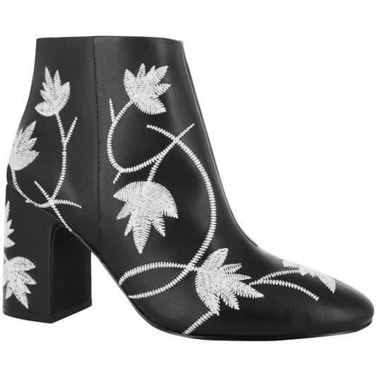 Senso Julia I Ankle Boot With Embroided Detail