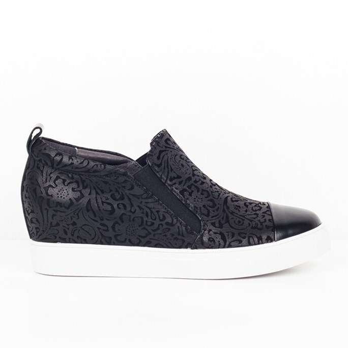 Minx  Cold Pressed Casual Shoe - black embossed b