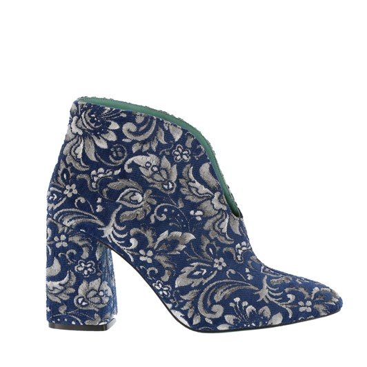 Neo Embroidered V Throat Boot