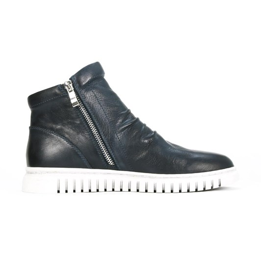 EOS Clasp Boot