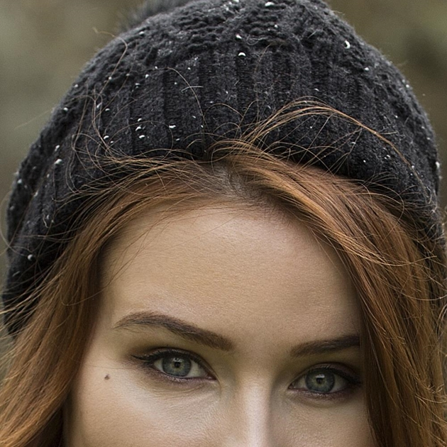Dents Lace Knit Hat  With Marl Yarn And Faux Fur Pom - black